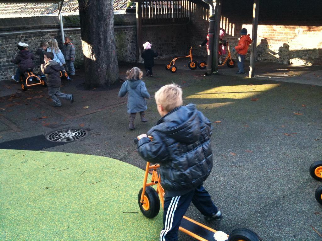 des-tricycles-et-des-trotinettes-pour-la-maternelle.jpg