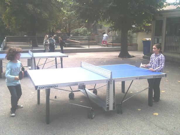 deux-nouvelles-tables-de-ping-pong-sur-la-cour-des-4mes-3mes.jpg