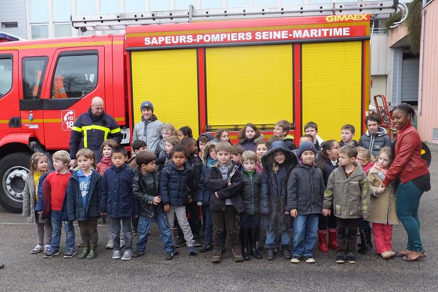 les-lves-de-clis-cp-et-ce1-visitent-la-caserne-des-pompiers-de-rouen.JPG