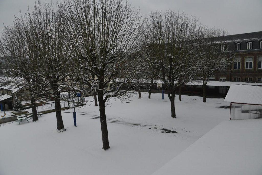 linstitution-sous-la-neige.jpg