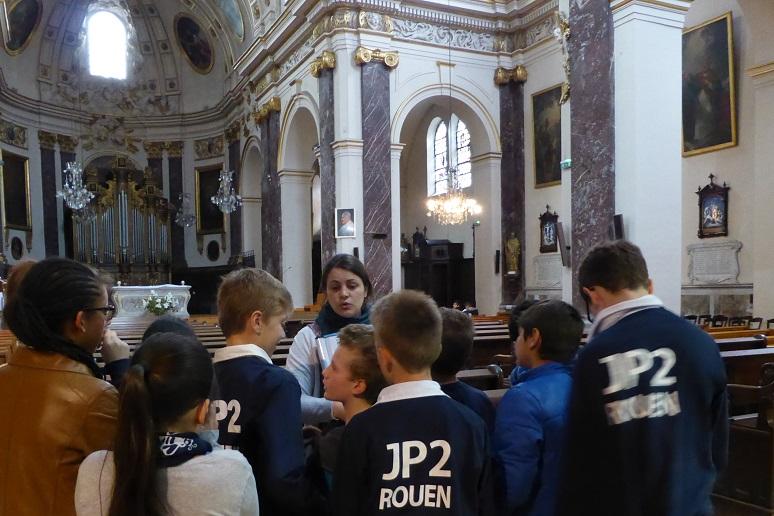 lorsque-les-siximes-visitent-lglise-saint-romain.JPG